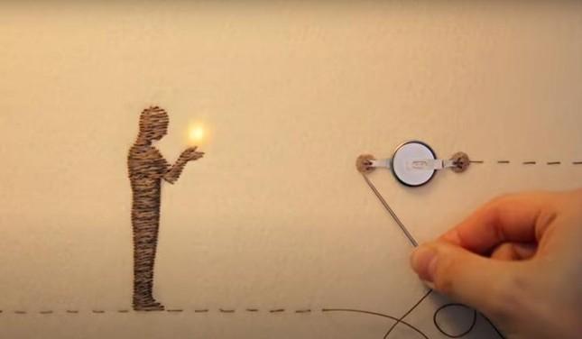Clip quảng cáo chạm đến trái tim khi thắp sáng cả một thị trấn nhờ những sợi chỉ ảnh 1