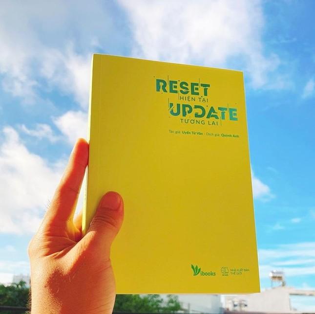 """""""Reset Hiện Tại Update Tương Lai"""": Cuốn sách tiếp lửa cho bạn trước kỳ thi quan trọng ảnh 1"""