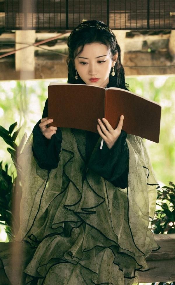 """Những """"yêu nữ"""" sang chảnh, sở hữu thần thái """"chị đại"""" vạn người mê của màn ảnh châu Á ảnh 3"""