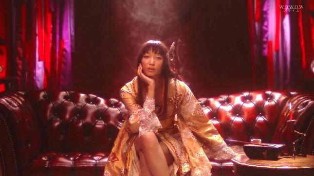 """Những """"yêu nữ"""" sang chảnh, sở hữu thần thái """"chị đại"""" vạn người mê của màn ảnh châu Á ảnh 10"""
