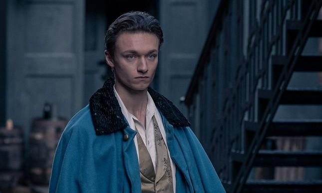 """Hóa ra chàng hoàng tử điển trai của """"The Irregulars"""" là bạn thân Người Nhện Tom Holland ảnh 2"""