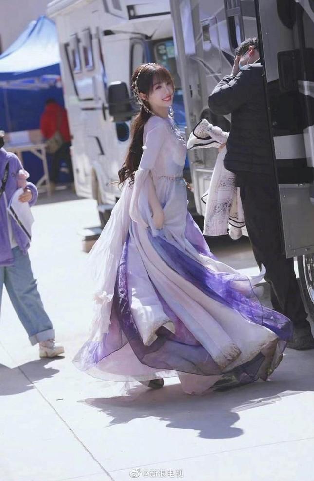 """Khi THE9 đóng phim: Hứa Giai Kỳ đẹp rực rỡ cũng không bằng Ngu Thư Hân có """"vai vế"""" ảnh 2"""