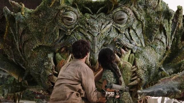 """Phim hay Netflix: """"Love and Monsters"""" - những bí kíp """"sống sót"""" siêu đáng yêu khi tận thế ảnh 2"""