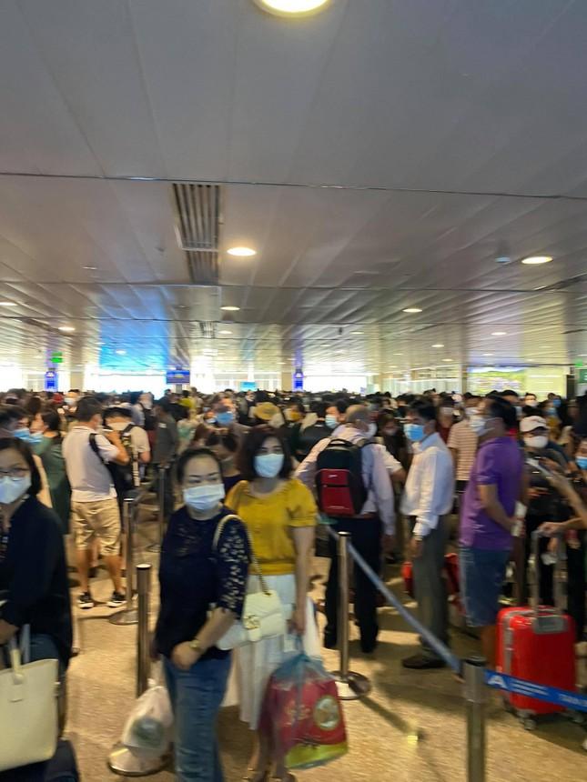 Sân bay Tân Sơn Nhất liên tục kẹt cứng trong nhiều ngày, lo ngại ùn tắc lớn dịp nghỉ lễ ảnh 3