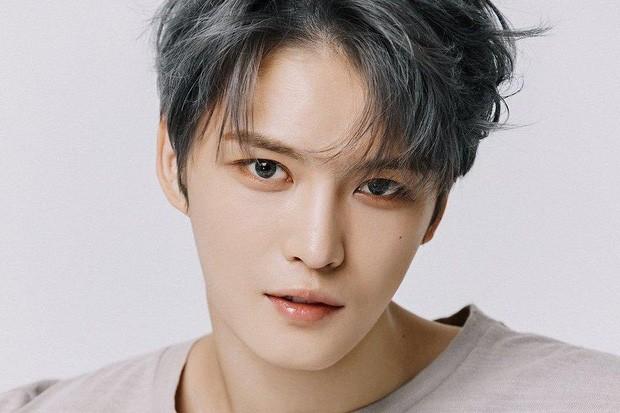 Jaejoong (JYJ) gây phẫn nộ khi đem chuyện nhiễm COVID-19 ra giỡn trong ngày Cá tháng tư ảnh 2