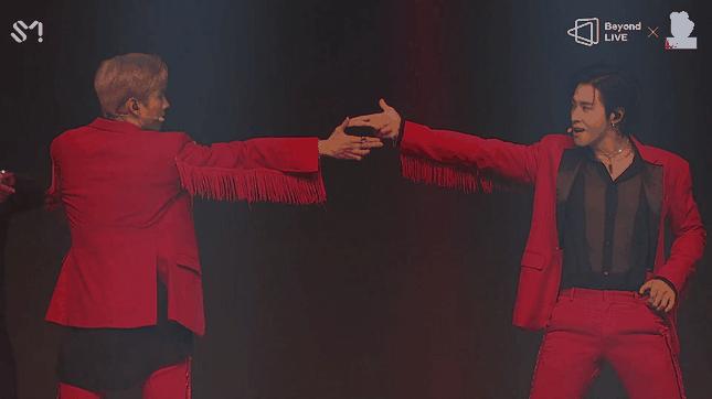 """TVXQ chứng tỏ sức hút mãnh liệt theo năm tháng trong concert online """"Beyond The T"""" ảnh 1"""