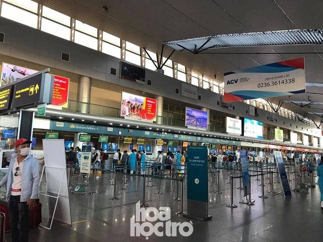 """Thực hư tin đồn sân bay Đà Nẵng """"vỡ trận"""" sau khi xuất hiện ca bệnh nghi nhiễm COVID-19 ảnh 4"""