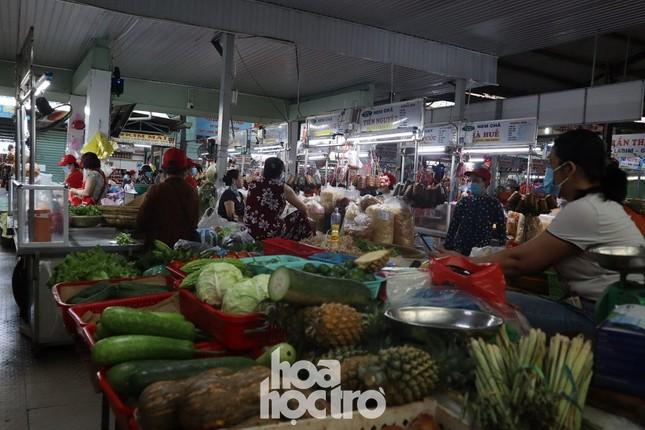 Nhiều sinh viên trọ học đã 1 tuần chưa thể đi chợ mua thức ăn vì không được phát phiếu ảnh 6