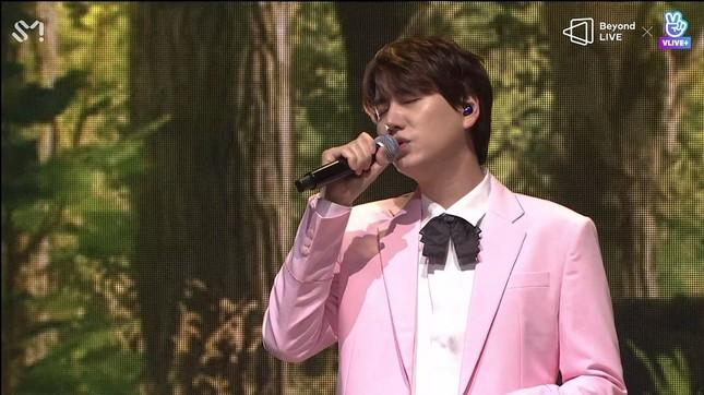"SUPER JUNIOR - K.R.Y. cám ơn fan bằng tiếng Việt tại concert online ""Beyond LIVE""  ảnh 5"