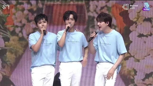 "SUPER JUNIOR - K.R.Y. cám ơn fan bằng tiếng Việt tại concert online ""Beyond LIVE""  ảnh 12"