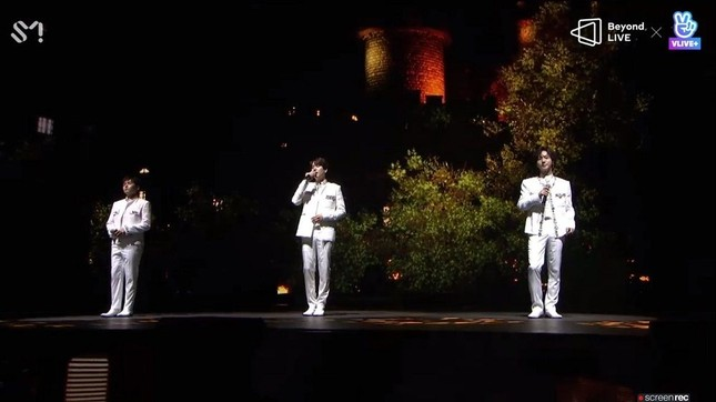 "SUPER JUNIOR - K.R.Y. cám ơn fan bằng tiếng Việt tại concert online ""Beyond LIVE""  ảnh 1"