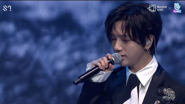 "SUPER JUNIOR - K.R.Y. cám ơn fan bằng tiếng Việt tại concert online ""Beyond LIVE""  ảnh 4"