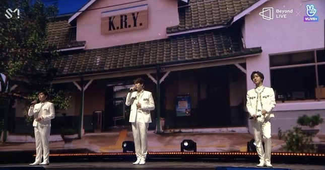"SUPER JUNIOR - K.R.Y. cám ơn fan bằng tiếng Việt tại concert online ""Beyond LIVE""  ảnh 2"
