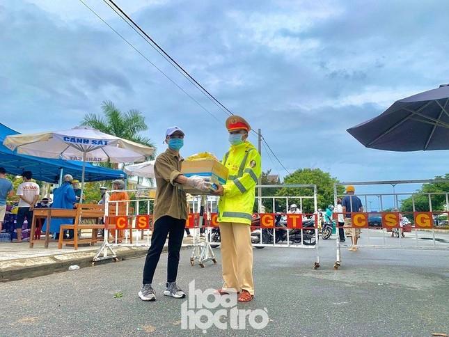 Đà Nẵng: Những sinh viên ngoại tỉnh chọn không lên chuyến xe cuối cùng về nhà giờ ra sao? ảnh 5