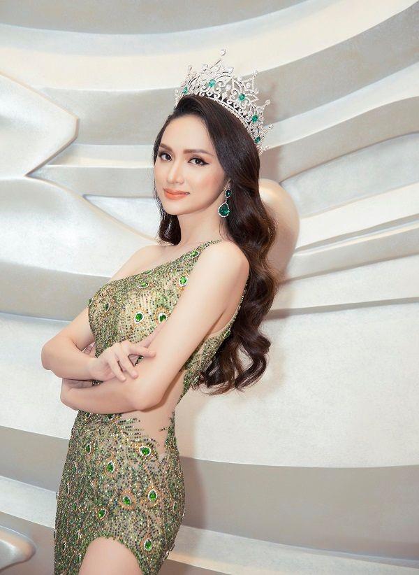 Hoa hậu Hương Giang ủng hộ 10 tấn gạo cho Đà Nẵng chống dịch COVID-19 ảnh 1