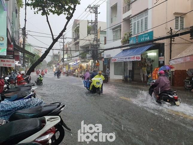 """Đi học chưa đầy một tháng, teen Đà Nẵng lại """"ngừng đến trường"""" vì mưa lũ ảnh 2"""