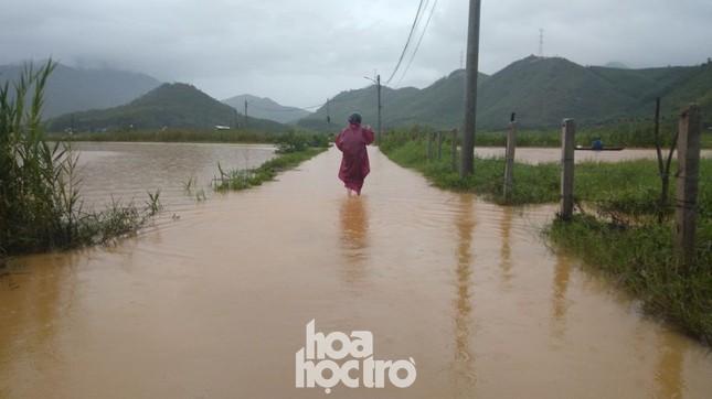 """Đi học chưa đầy một tháng, teen Đà Nẵng lại """"ngừng đến trường"""" vì mưa lũ ảnh 6"""