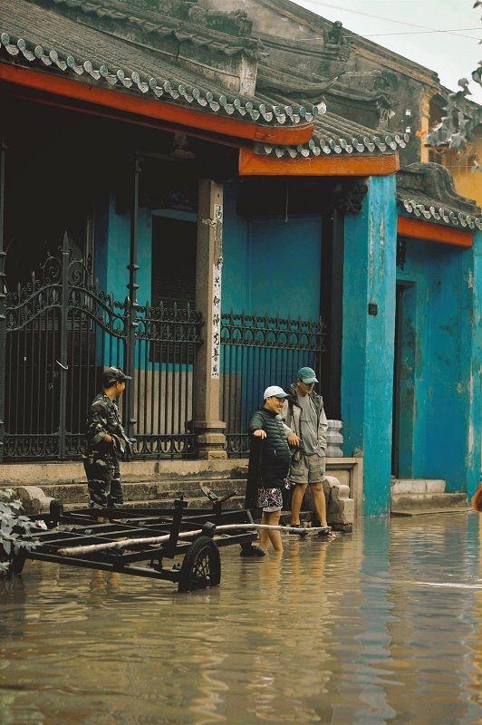 """Những câu chuyện đáng yêu đằng sau bộ ảnh """"Venice Hội An"""" thắp sáng những ngày mưa lũ ảnh 18"""