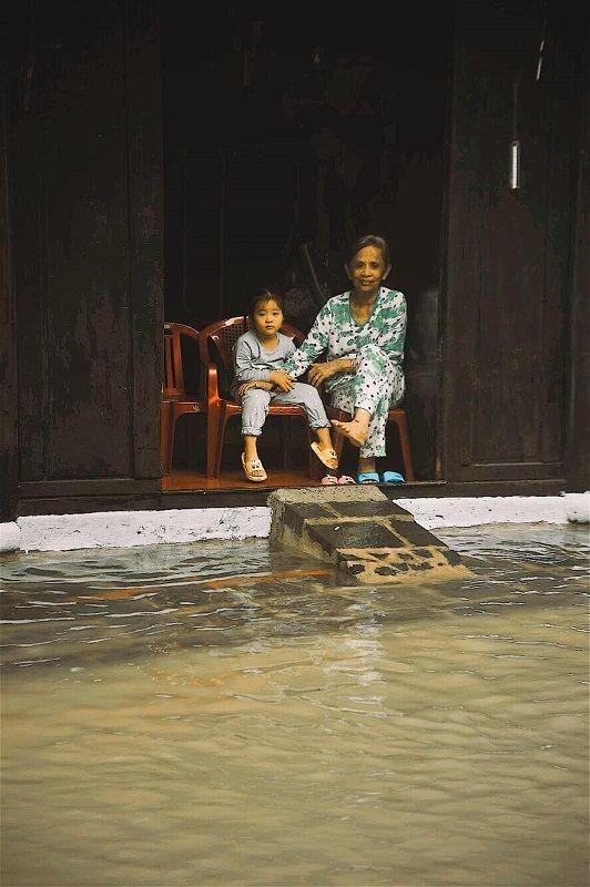 """Những câu chuyện đáng yêu đằng sau bộ ảnh """"Venice Hội An"""" thắp sáng những ngày mưa lũ ảnh 20"""