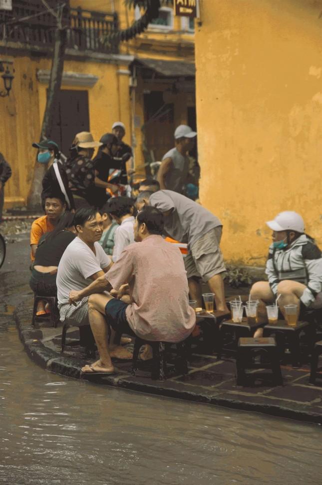 """Những câu chuyện đáng yêu đằng sau bộ ảnh """"Venice Hội An"""" thắp sáng những ngày mưa lũ ảnh 8"""
