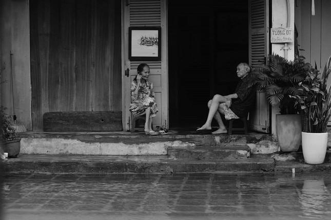 """Những câu chuyện đáng yêu đằng sau bộ ảnh """"Venice Hội An"""" thắp sáng những ngày mưa lũ ảnh 13"""