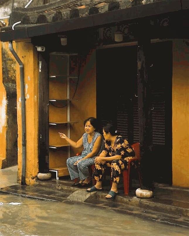 """Những câu chuyện đáng yêu đằng sau bộ ảnh """"Venice Hội An"""" thắp sáng những ngày mưa lũ ảnh 9"""