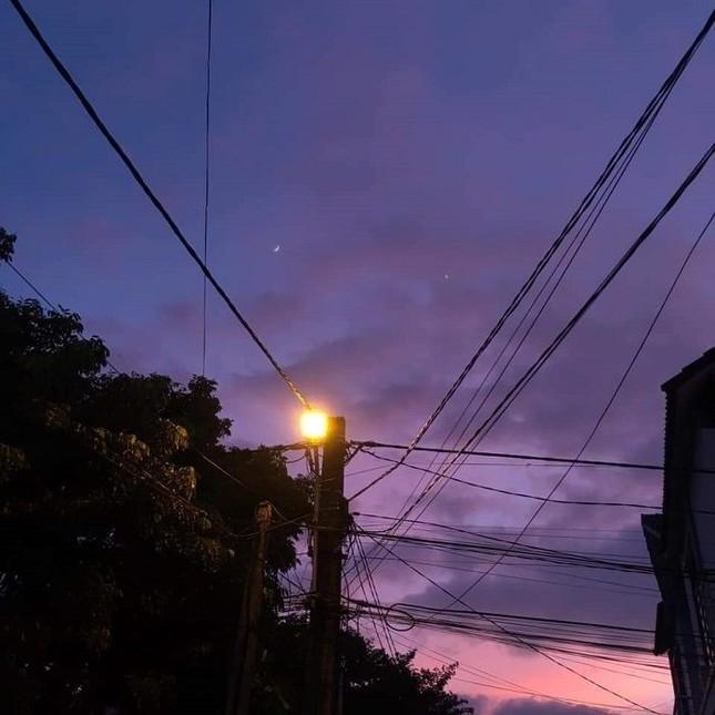 Miền Trung: Bầu trời hoàng hôn chuyển màu tím siêu đẹp nhưng lại khiến bao người lo lắng ảnh 3