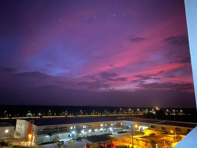 Miền Trung: Bầu trời hoàng hôn chuyển màu tím siêu đẹp nhưng lại khiến bao người lo lắng ảnh 4