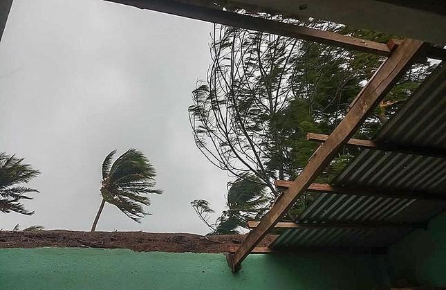 Sau 11 năm, người dân Lý Sơn (Quảng Ngãi) lại vất vả chống cơn bão lịch sử ảnh 4