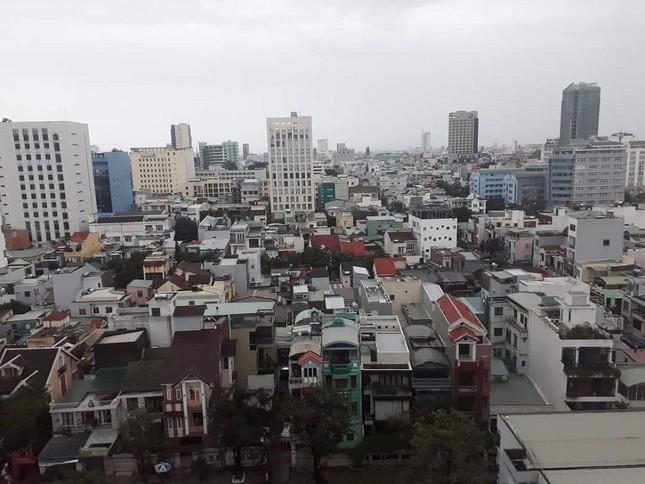 Dù khá ngổn ngang nhưng thành phố Đà Nẵng đã bình yên sau khi bão số 13 đi qua ảnh 6