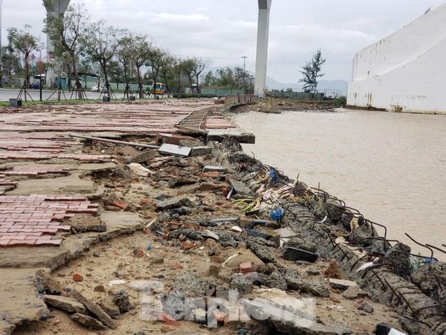 Dù khá ngổn ngang nhưng thành phố Đà Nẵng đã bình yên sau khi bão số 13 đi qua ảnh 2
