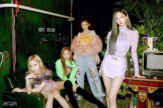 """Tân binh aespa chính thức tung MV """"Black Mamba"""", chia sẻ cảm xúc về màn chào sân K-Pop ảnh 5"""