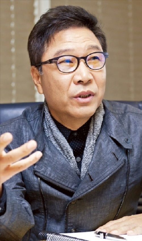 """""""Ông trùm"""" SM Lee Soo Man: """"Trong tương lai, con người sẽ có quốc tịch của 'quốc gia ảo'"""" ảnh 1"""