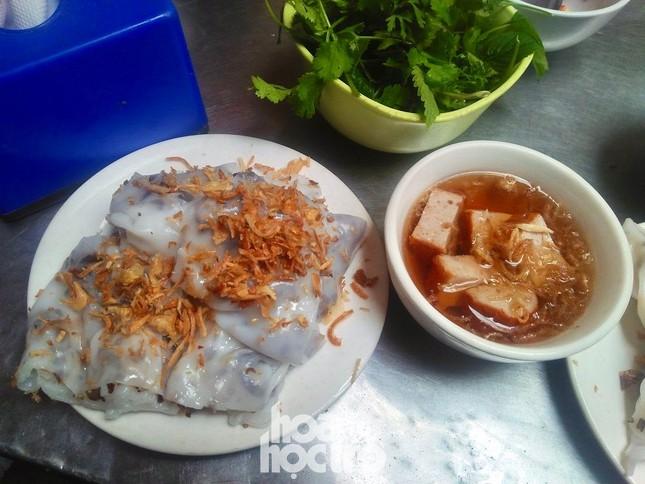 """Hà Nội ăn gì ngày rét đậm: Ủ ấm chiếc bụng đói với đĩa bánh cuốn tráng liền cực """"cuốn"""" ảnh 3"""