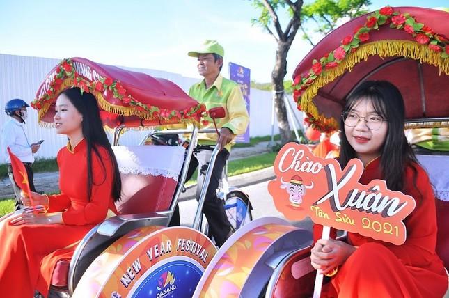 """Diễu hành xích lô du lịch quảng bá Lễ hội """"Đà Nẵng - Chào năm mới 2021"""" ảnh 4"""