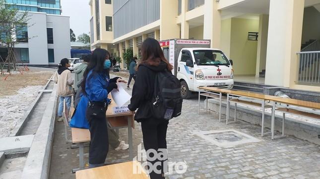 Bất chấp trời rét buốt, sinh viên ĐH Đà Nẵng vẫn nhiệt tình đi hiến máu nhân đạo ảnh 3