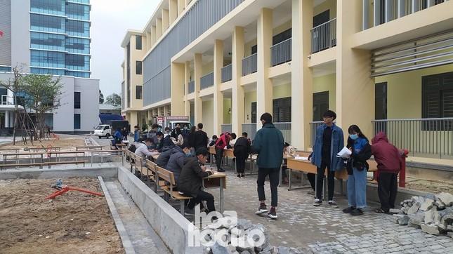 Bất chấp trời rét buốt, sinh viên ĐH Đà Nẵng vẫn nhiệt tình đi hiến máu nhân đạo ảnh 2
