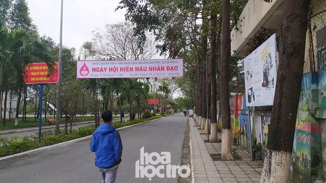 Bất chấp trời rét buốt, sinh viên ĐH Đà Nẵng vẫn nhiệt tình đi hiến máu nhân đạo ảnh 1