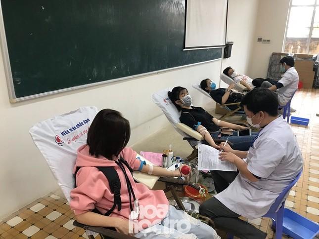 Chủ Nhật Đỏ: Sinh viên ĐH Đà Nẵng sưởi ấm ngày Đông lạnh bằng những giọt máu hồng ảnh 3