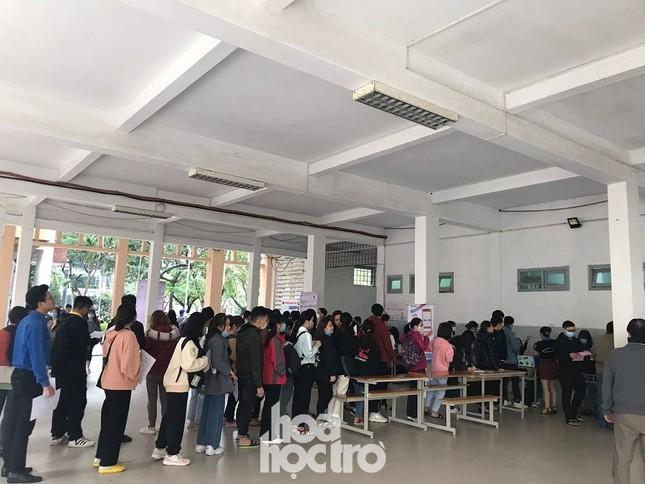 Chủ Nhật Đỏ: Sinh viên ĐH Đà Nẵng sưởi ấm ngày Đông lạnh bằng những giọt máu hồng ảnh 2