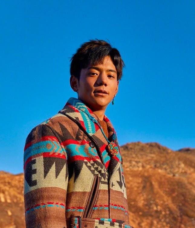 Trát Tây Đinh Chân - Chàng hotboy Tây Tạng ra mắt MV đầu tay, từng bước thành sao ảnh 2