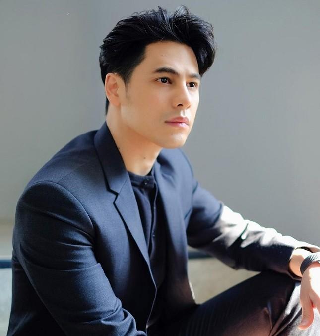 """Hai ngôi sao Thái Lan trổ tài cover, gia nhập team """"đu trend"""" TikTok """"Dễ Đến Dễ Đi"""" ảnh 1"""