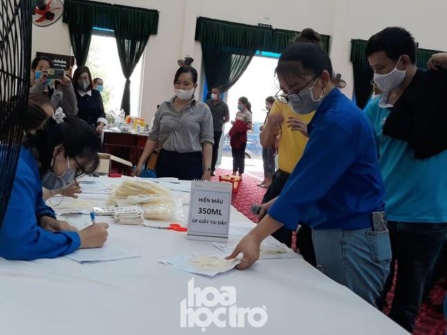 """Sinh viên Đà Nẵng tích cực tham gia hoạt động tình nguyện tại """"Ngày hội hiến máu"""" năm 2021 ảnh 4"""