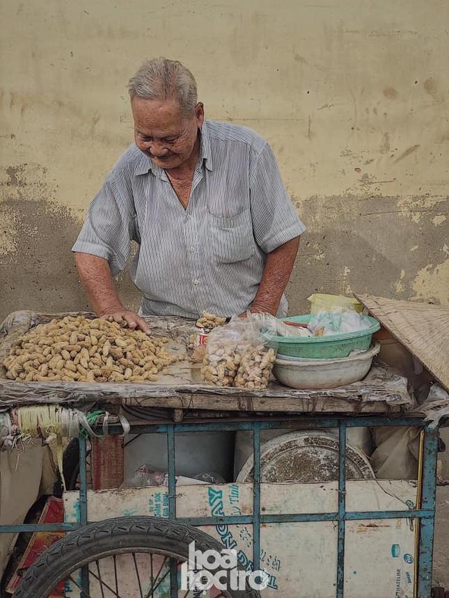 Hẹn hò Sài Gòn: Thực đơn ăn vặt chỉ từ 10K, ấm cái bụng mà giá lại mềm xèo! ảnh 8