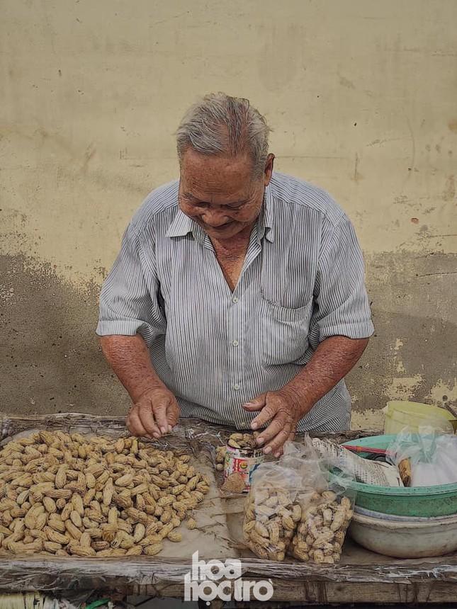 Hẹn hò Sài Gòn: Thực đơn ăn vặt chỉ từ 10K, ấm cái bụng mà giá lại mềm xèo! ảnh 9