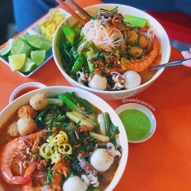 Hẹn hò Sài Gòn: Cơm và bún ngon thế này, không ăn hơi uổng đó bạn! ảnh 12