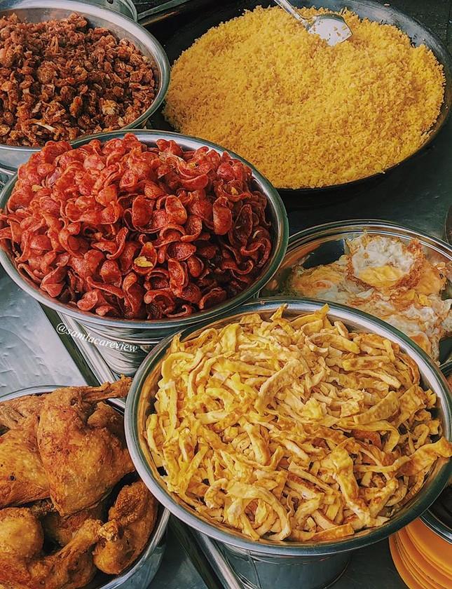 Hẹn hò Sài Gòn: Cơm và bún ngon thế này, không ăn hơi uổng đó bạn! ảnh 1