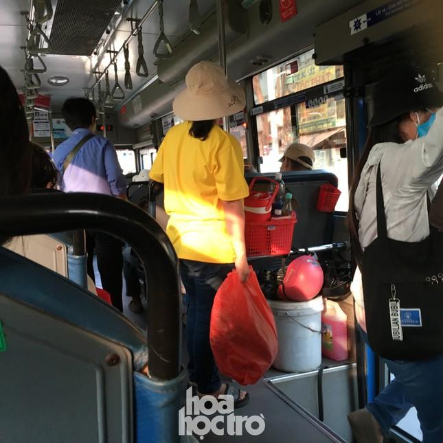 TP.HCM: Không đeo khẩu trang khi lên xe buýt, bạn có thể bị mời xuống xe ảnh 3