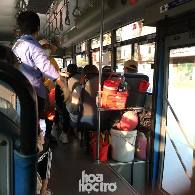 TP.HCM: Không đeo khẩu trang khi lên xe buýt, bạn có thể bị mời xuống xe ảnh 4