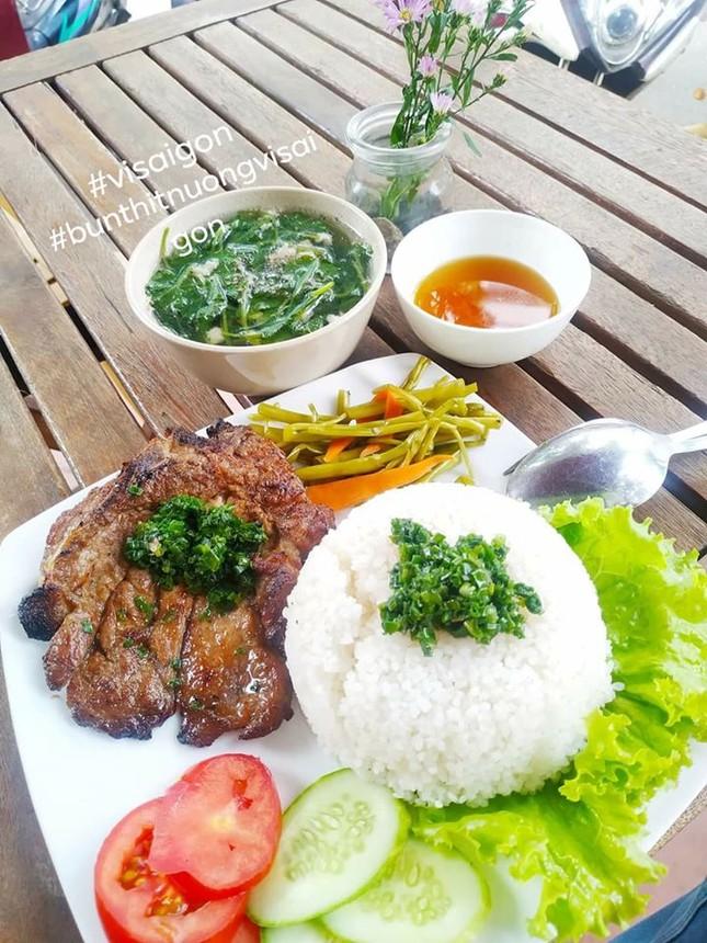 Bạn muốn thưởng thức những món ăn chuẩn vị Sài Gòn hay chuẩn vị Huế? ảnh 2